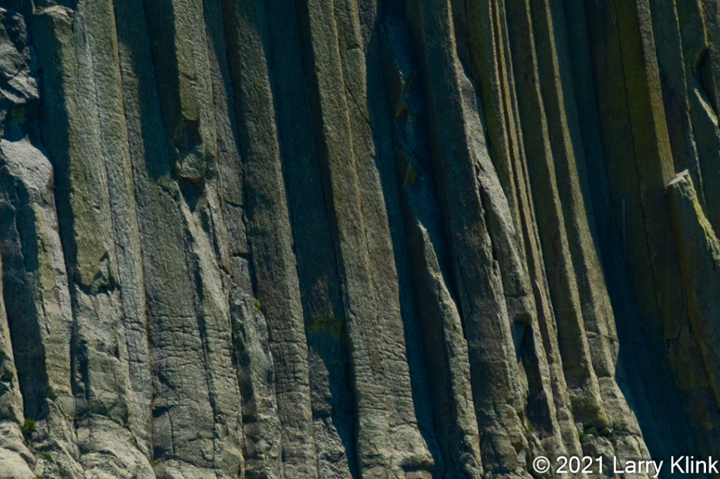 A close up of the rock columns that form Devils Tower.